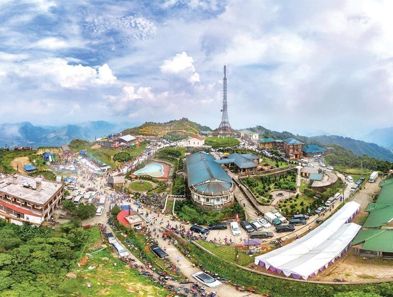 Lạng Sơn có nhiều thắng cảnh đẹp nổi tiếng, rất thuận lợi để phát triển du lịch.
