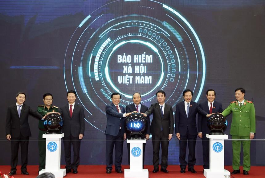 Lễ công bố vinh dự được đón đồng chí Nguyễn Xuân Phúc - Ủy viên Bộ Chính trị, Thủ tướng Chính phủ tới dự và phát biểu chỉ đạo.