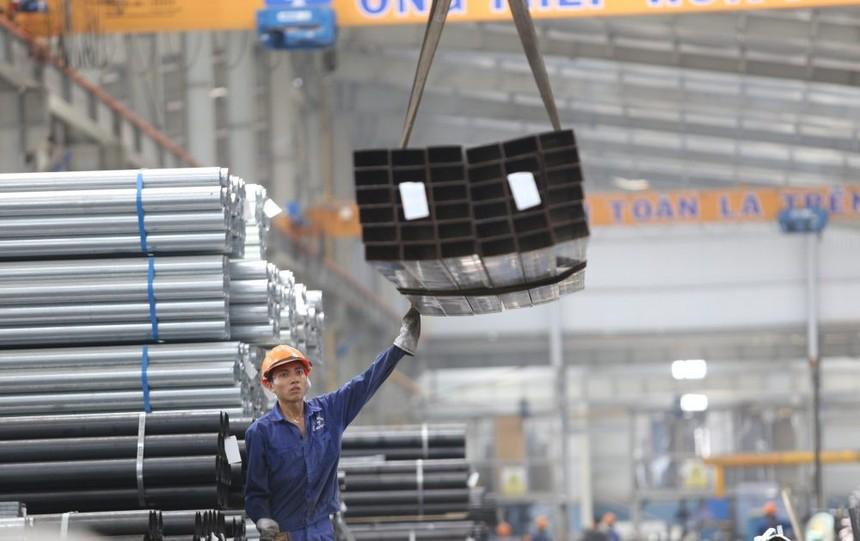 """Nợ phải trả của Hòa Phát đang có xu hướng tăng, từ 37.600 tỷ đồng tại thời điểm cuối năm 2018 lên gần 53.000 tỷ đồng cuối 2019 và tiếp tục """"leo"""" lên mức 62.500 tỷ đồng vào cuối quý III/2020."""
