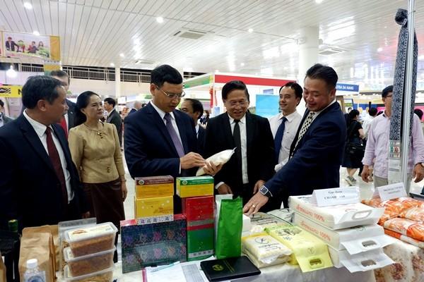 Hội chợ có sự tham gia của 19 đơn vị thuộc Sở Công thương, Trung tâm Khuyến công và Xúc tiến thương mại, Xúc tiến đầu tư, Xúc tiến du lịch đến từ các tỉnh, thành phố trên cả nước.