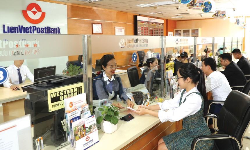 LienVietPostBank là một trong 2 cổ phiếu ngân hàng vừa chuyển đăng ký giao dịch từ UPCoM lên niêm yết trên HOSE.