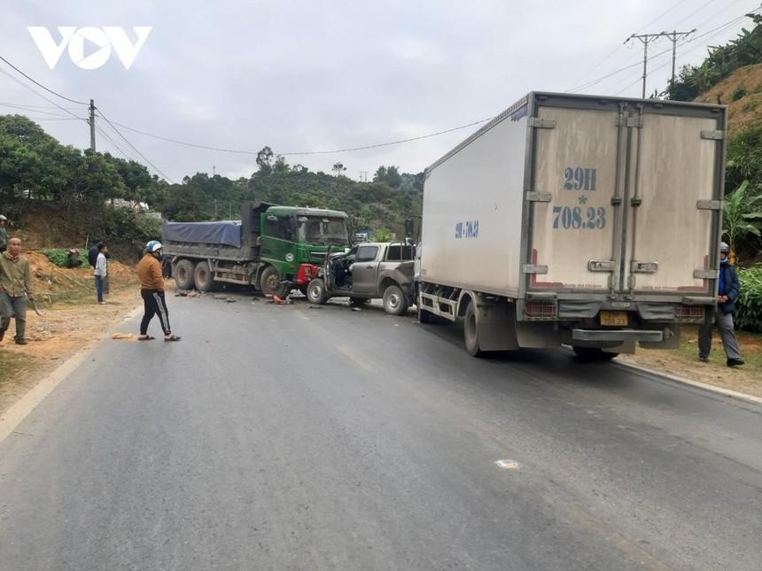 Vụ tai nạn khiến giao thông trên Quốc lộ 6 bị ùn tắc khoảng hơn 1 giờ đồng hồ.