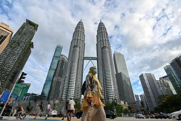 Người dân đeo khẩu trang phòng lây nhiễm COVID-19 tại Kuala Lumpur, Malaysia, ngày 11/1/2021. (Ảnh: THX/TTXVN).