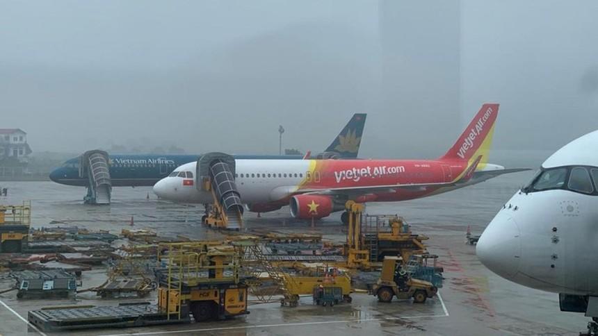 Một lái xe đã tự ý lái xe đầu kéo ra khu vực đỗ máy bay tại sân bay quốc tế Nội Bài rồi gây va chạm với một ô tô đang lưu thông tại đây. Cục Hàng không Việt Nam yêu cầu chấn chỉnh việc lưu hành trong sân bay Nội Bài. Ảnh minh họa.