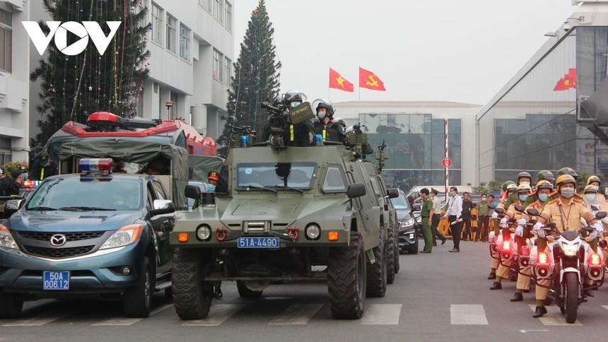 Lực lượng cảnh sát vũ trang tuần tra ra quân canh gác, bảo vệ Cảng HKQT Tân Sơn Nhất, và công trình quan trọng khác liên quan đến an ninh quốc gia.