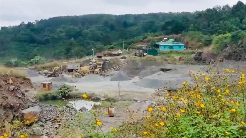 Mỏ khai thác đá của Công ty Thạch lợi ở xã Đức Mạnh, huyện Đắk Mil.