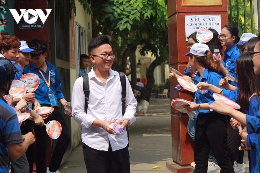 Học sinh Hà Nội đi học trở lại từ 2/3
