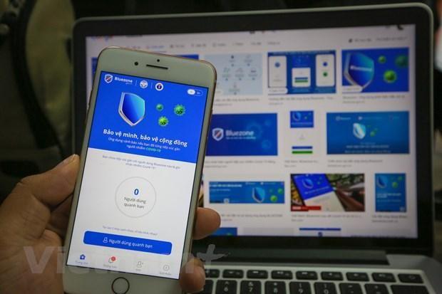 Ứng dụng Bluezone được đông đảo người Việt Nam sử dụng. (Ảnh: Minh Sơn/Vietnam+).