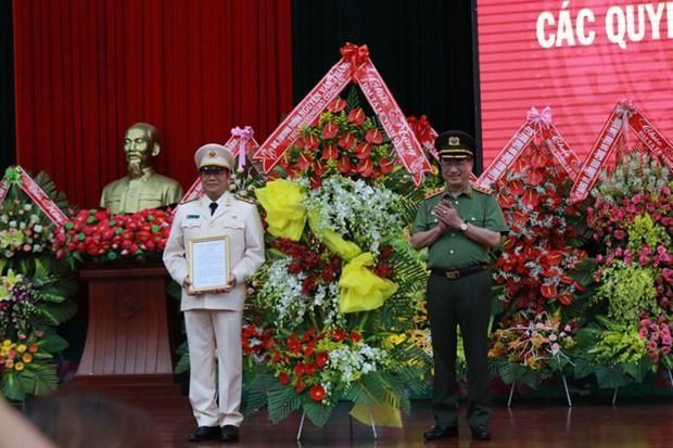 Đại tá Lê Vinh Quy nhận quyết định làm Giám đốc Công an tỉnh Đắk Lắk. (Nguồn: nld.com.vn).