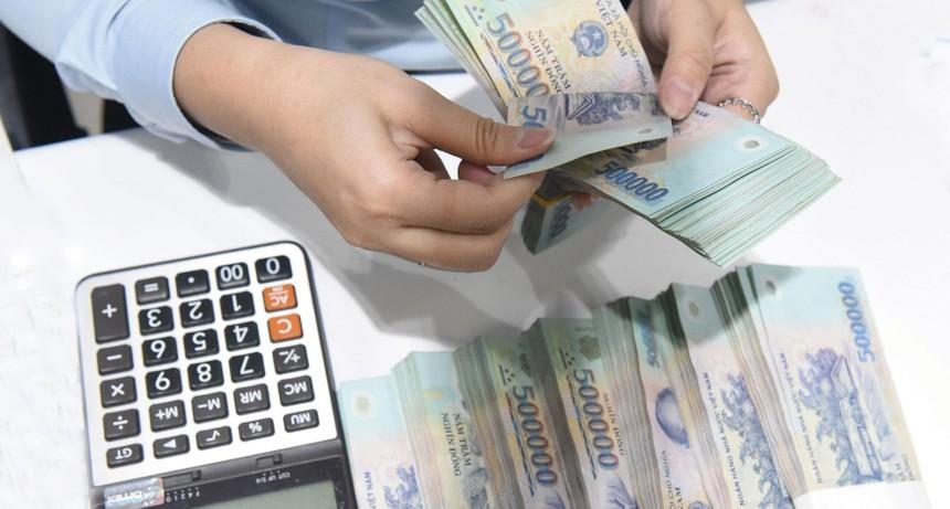 Nhiều ngân hàng như Sacombank, BIDV, VietinBank, Agribank, Kienlongbank... liên tiếp rao bán tài sản thế chấp là bất động sản nhằm thu hồi nợ.