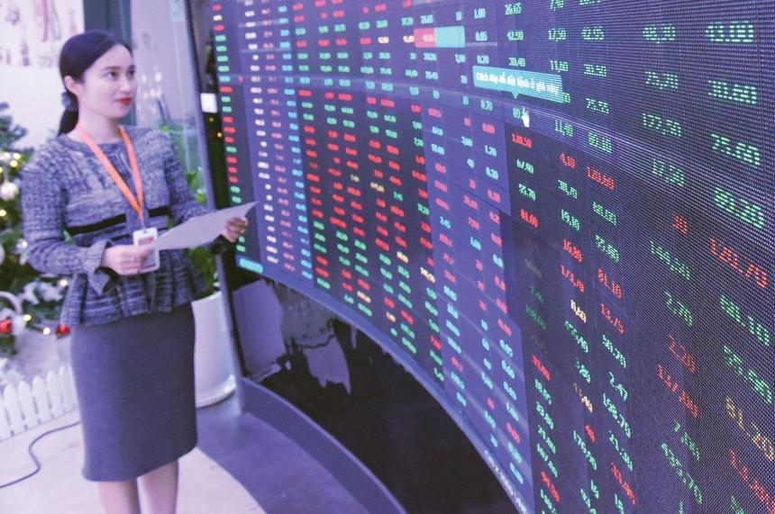 Nhiều cổ phiếu trụ, vốn hoá lớn đang được giao dịch ở vùng giá cao trong nhiều năm, thậm ở vùng đỉnh mới.