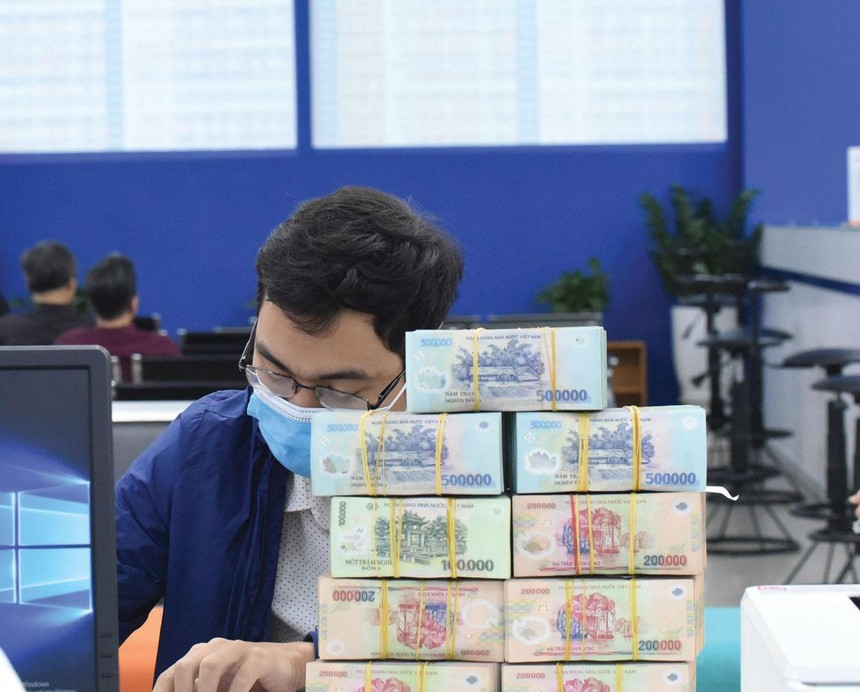 Thị trường chứng khoán đón thêm một lượng lớn dòng tiền, giúp VN-Index phá kỷ lục năm 2018, thiết lập đỉnh mới trên 1.224 điểm. Ảnh: Dũng Minh.