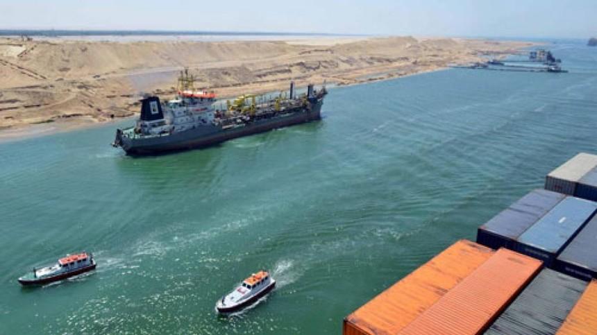 Các tàu chở hàng từ châu Âu sang châu Á có thể rút ngắn hành trình nhờ di chuyển qua kênh đào Suez. (Ảnh: Reuters).