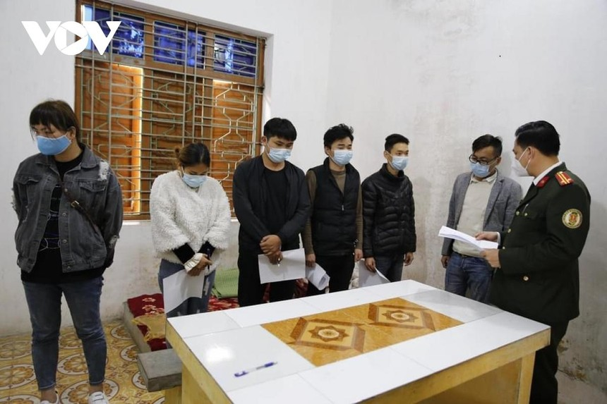 Đến nay, cơ quan công an đã làm rõ Hà cùng các đối tượng trong đường dây đã thực hiện trót lọt 10 vụ, đưa hơn 30 người Trung Quốc nhập cảnh trái phép vào Việt Nam, thu lợi hơn 100 triệu đồng.