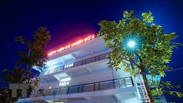 Khu nhà 3 tầng, vốn là Trung tâm thực hành Thực nghiệm, trường Đại học Sao Đỏ cơ sở 2 (Chí Linh, Hải Dương) đã được cải tạo theo đúng thiết kế vận hành của một bệnh viện dã chiến tiêu chuẩn. (Ảnh: TTXVN phát).