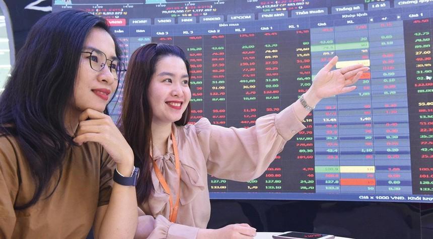 Tâm lý nhà đầu tư được củng cố và thị trường thu hút thêm dòng tiền. Ảnh: Dũng Minh.