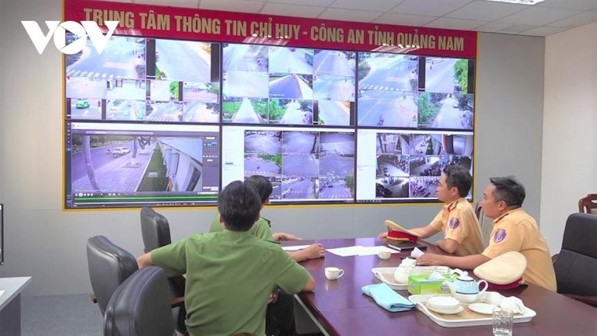 Giám sát phương tiện tham gia giao thông tại Trung tâm thông tin Công an tỉnh Quảng Nam.