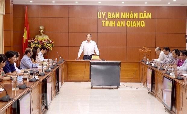 Ủy ban nhân dân tỉnh An Giang họp bàn giải pháp phòng, chống dịch COVID-19. (Ảnh: Thanh Sang/TTXVN).