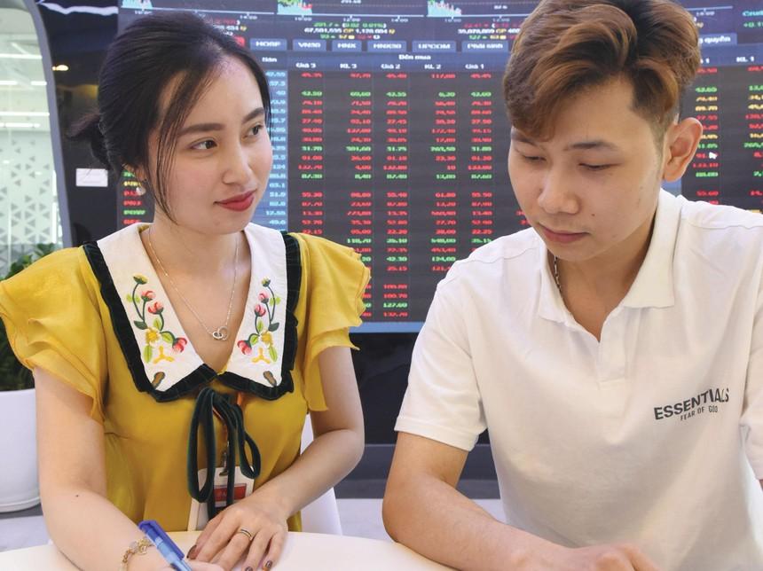 Cùng với những toan tính M&A, giá cổ phiếu của các doanh nghiệp tăng vọt. Ảnh: Dũng Minh.