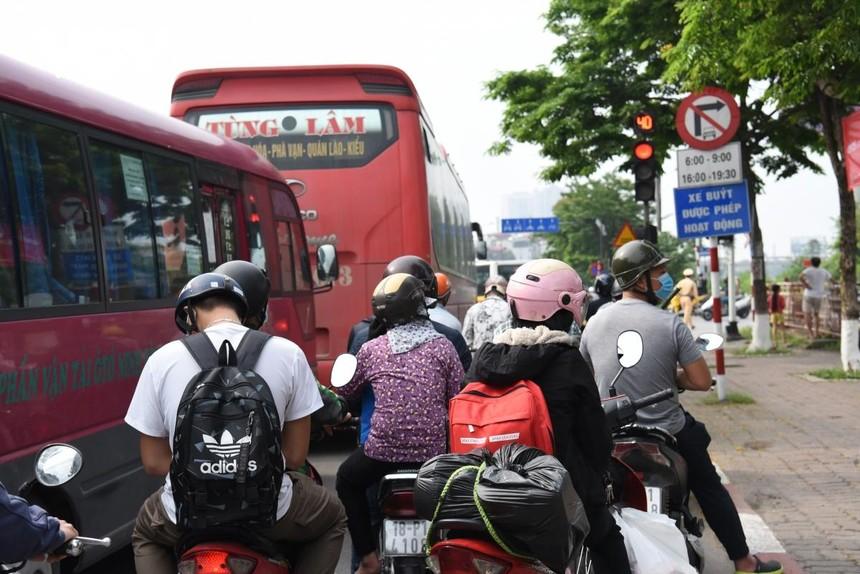 Người tử các địa phương trở lại Hà Nội sau kỳ nghỉ Lê 30/4 và 1/5 bắt buộc phải khai báo y tế để đảm bảo công tác phòng chống dịch Covid-19.