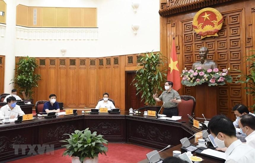 Thủ tướng Phạm Minh Chính chủ trì cuộc họp với Thường trực BCĐ Quốc gia phòng, chống dịch COVID-19. (Ảnh: TTXVN).