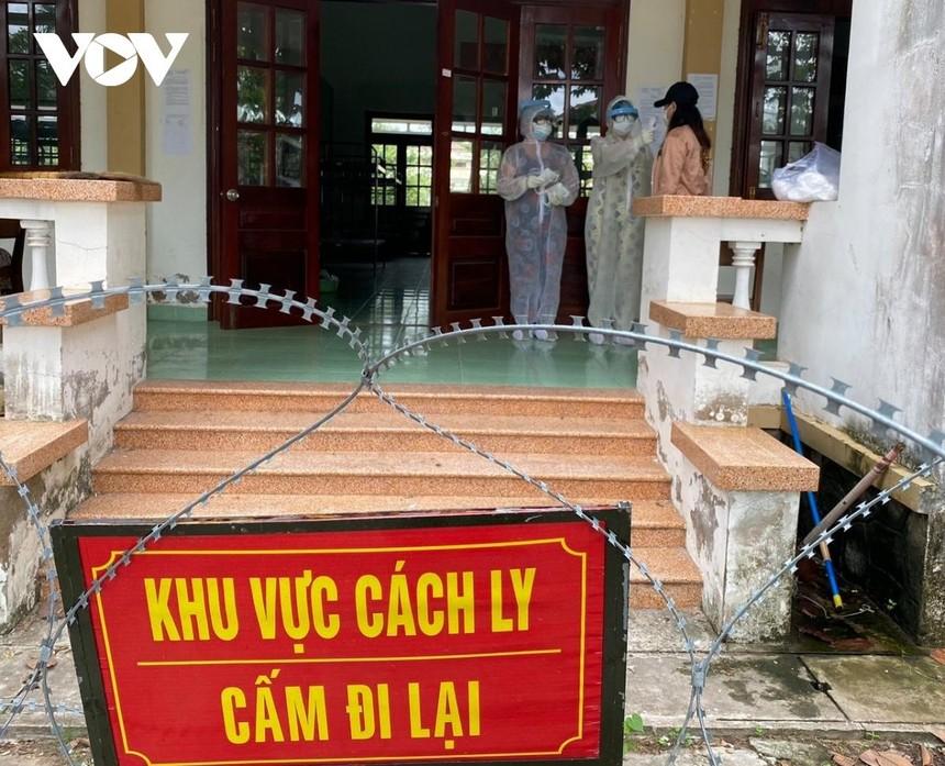 Các ngành chức năng tỉnh Tiền Giang họp bàn kế hoạch phòng chống lây lan dịch Covid-19 trong khu cách ly.