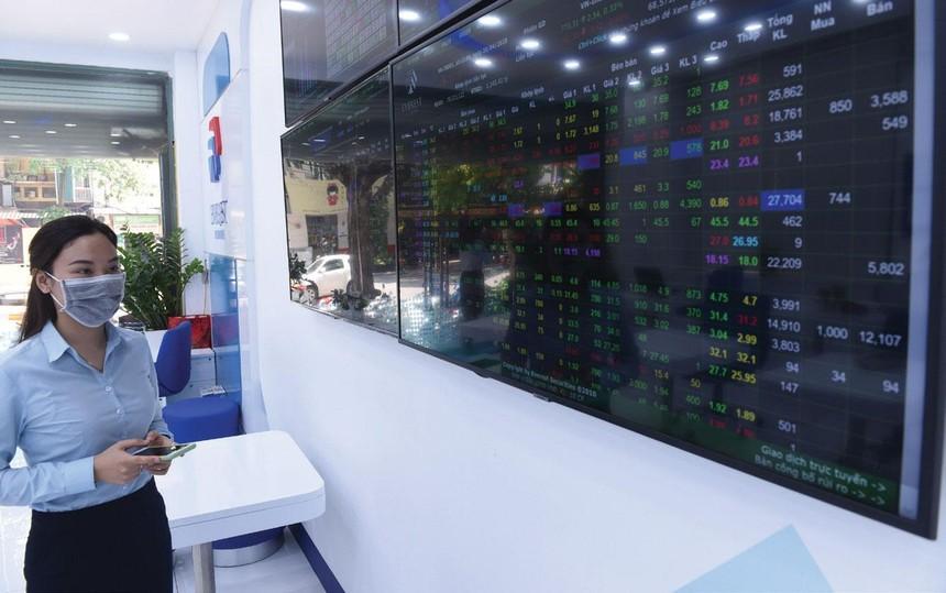Động lực kéo VN-Index vượt 1.300 điểm thời gian qua được đánh giá ở nhóm cổ phiếu ngân hàng.