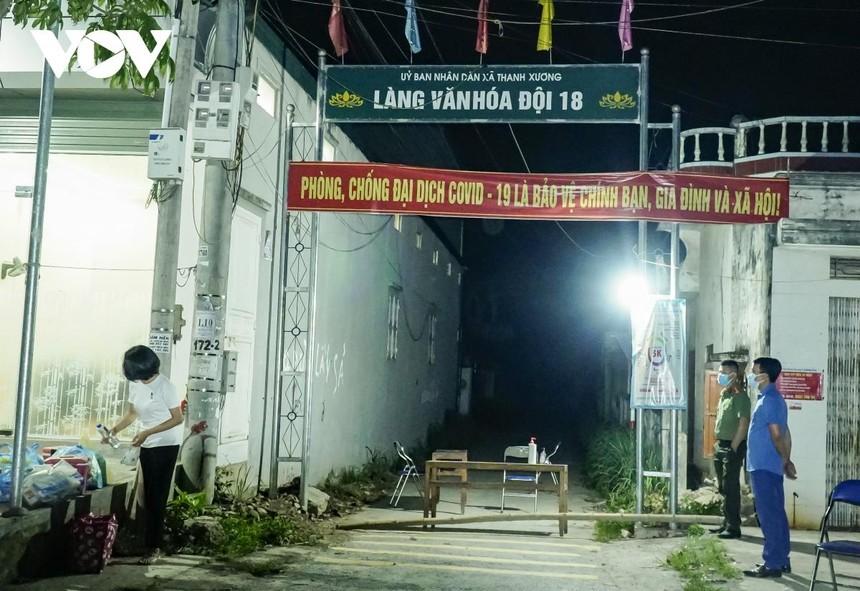 Các hộ dân ở Đội 6 và Đội 8 (xã Thanh Xương, huyện Điện Biên) được dỡ bỏ phong tỏa sau 21 ngày cách ly theo dõi sức khỏe.