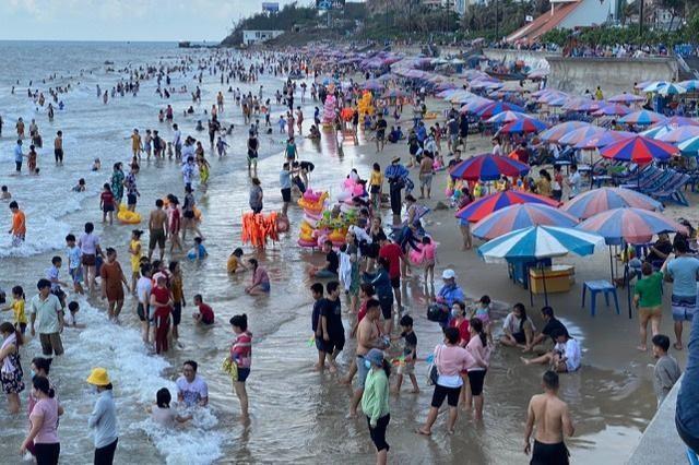 Từ 12h trưa 1/6, tỉnh Bà Rịa - Vũng Tàu cấm tắm biển để phòng chống dịch Covid-19.