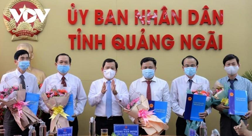 Chủ tịch UBND tỉnh Quảng Ngãi Đặng Văn Minh trao quyết định bổ nhiệm 5 Giám đốc sở.
