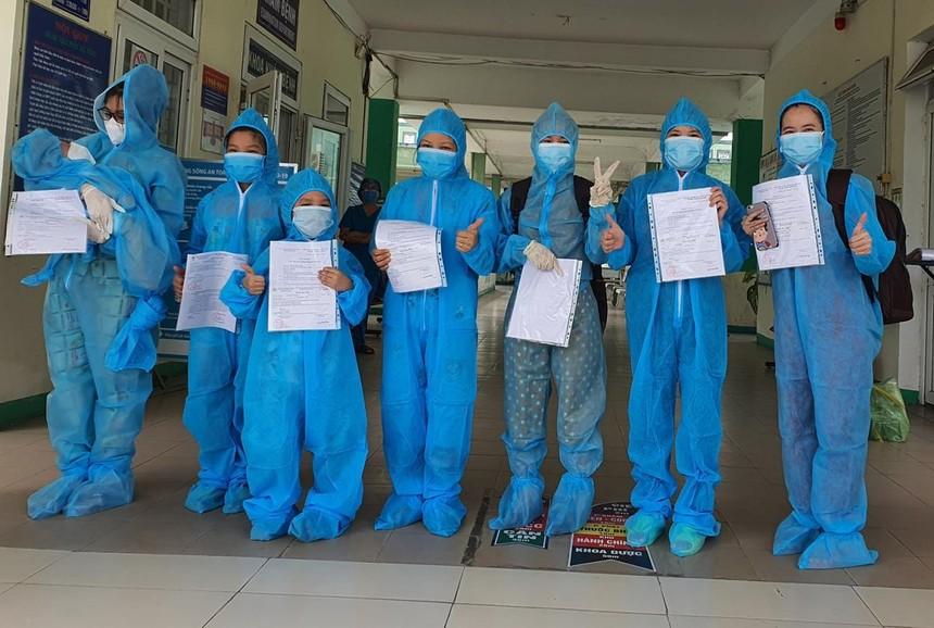 8 bệnh nhân khỏi COVID-19 được cho xuất viện sáng ngày 3/6 tại Đà Nẵng.