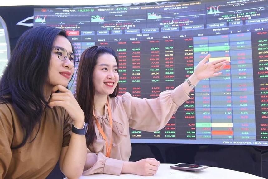 Dòng tiền cuồn cuộn đổ vào thị trường, VN-Index sắp cán mốc 1.400 điểm