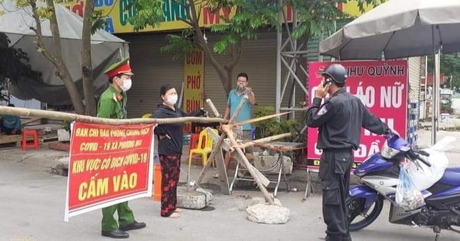 Chốt kiểm soát dịch xã Phượng Mao, huyện Quế Võ.