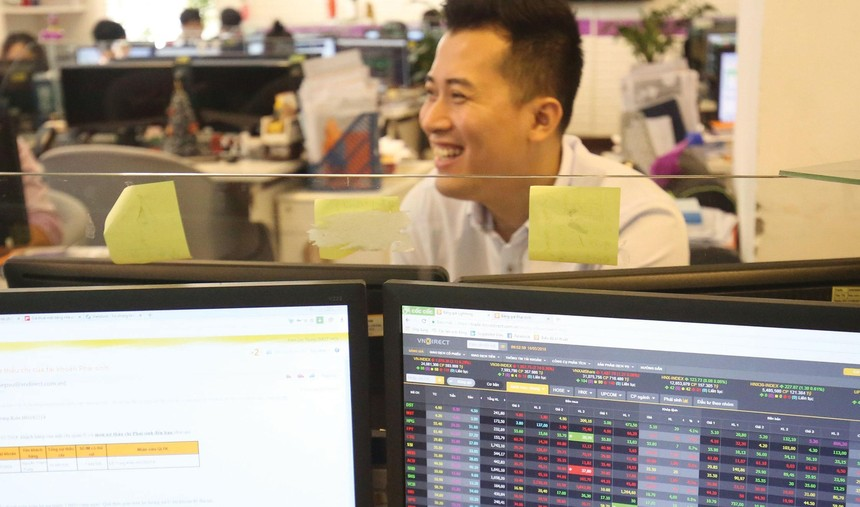 Mức định giá P/E của VN-Index không còn thấp, nhưng nhiều nhà đầu tư vẫn đặt cược vào đà tăng điểm của thị trường chứng khoán.