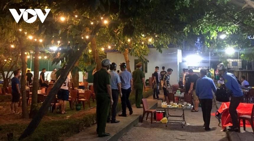 Từ 0h ngày 8/6, Nghệ An dừng các dịch vụ không thiết yếu tại 5 địa phương.