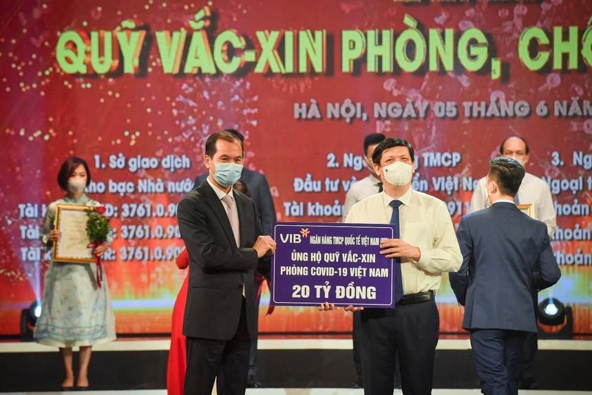 VIB cùng ngành Ngân hàng đóng góp vào Quỹ vắc-xin phòng Covid-19