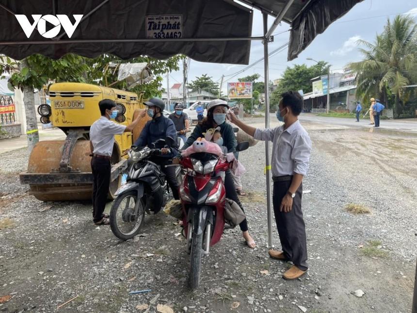 Chốt kiểm dịch tại huyện Bình Tân đang làm nhiệm vụ.