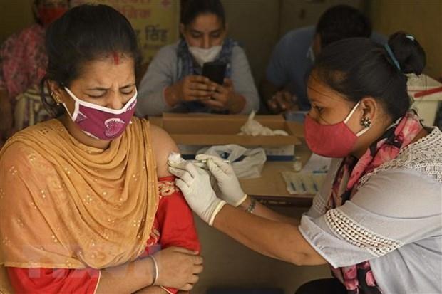 Tiêm chủng vaccine ngừa COVID-19 cho người dân ở Amritsar, Ấn Độ, ngày 18/6/2021. (Nguồn: AFP/TTXVN).