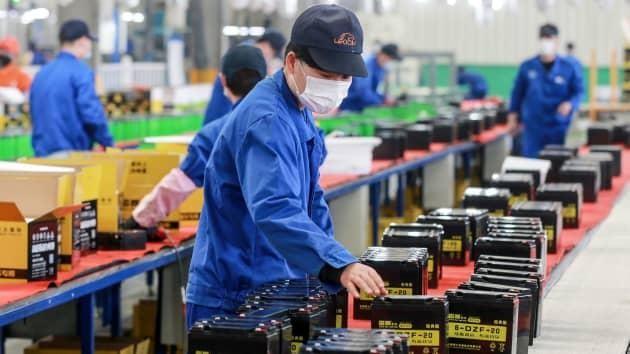 Dây chuyền sản xuất pin tại một nhà máy ở thành phố Hoài Bắc thuộc tỉnh An Huy, Trung Quốc. Ảnh: AFP.