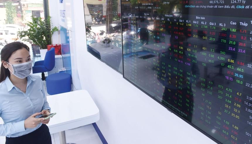 So với cách đây 1 tháng, mặt bằng giá đa số cổ phiếu đã được chiết khấu ở mức hấp dẫn do biến động của thị trường chung. Ảnh: Dũng Minh.
