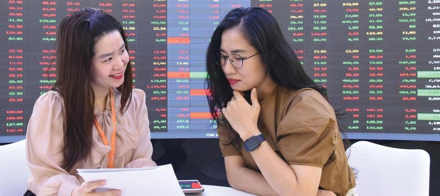 Cổ phiếu ngành ngân hàng được dự báo sẽ tiếp tục dẫn sóng cuối năm.