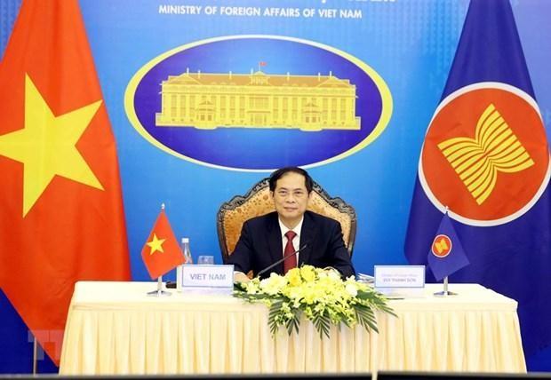 Bộ trưởng Bộ Ngoại giao Bùi Thanh Sơn tham dự Hội nghị Bộ trưởng Ngoại giao ASEAN lần thứ 54 (AMM 54) theo hình thức trực tuyến. (Ảnh: Phạm Kiên/TTXVN).