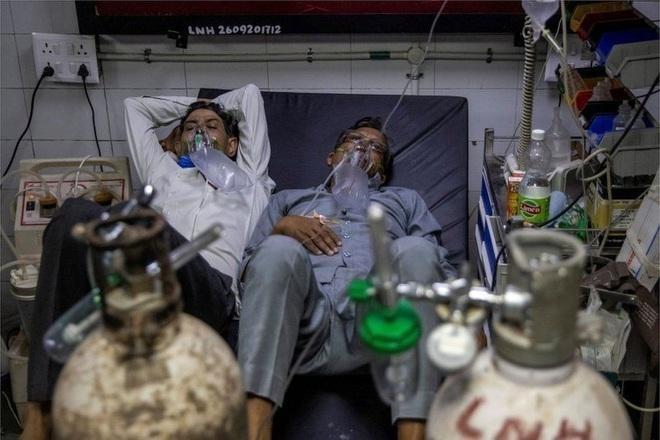 Bệnh nhân Covid-19 điều trị tại Ấn Độ (Ảnh: Reuters).