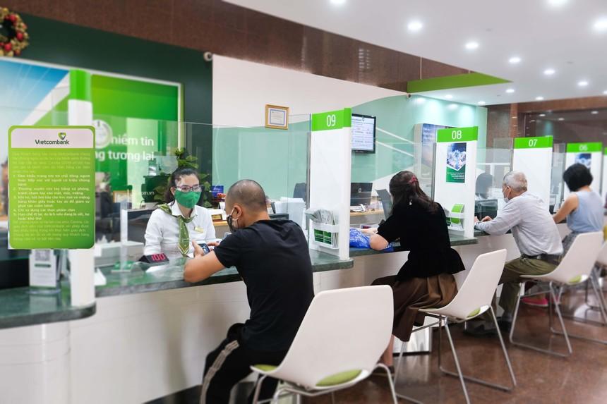 Vietcombank giảm tốc lợi nhuận quý III/2021 do mạnh tay hỗ trợ khách hàng.