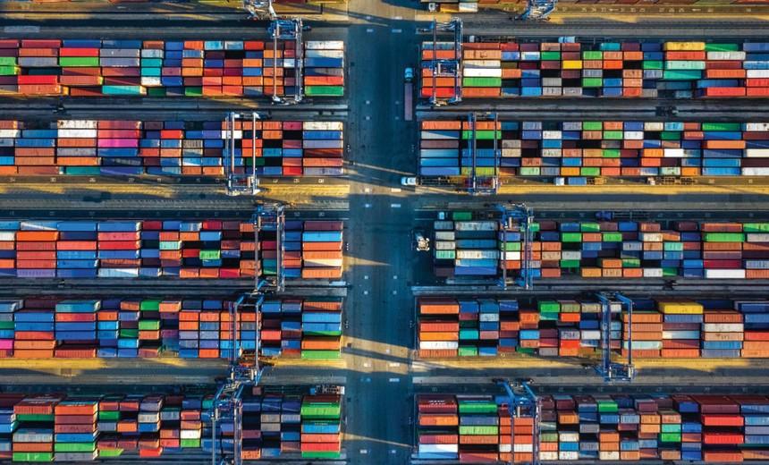 Tắc nghẽn tại cảng đang làm căng thẳng hơn tình trạng thiếu container rỗng. Ảnh: Dũng Minh.