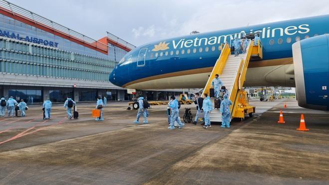 """Toàn bộ hành khách là các công dân Việt Nam tại châu Âu đạt đủ điều kiện về nước theo diện có """"hộ chiếu vắc xin""""."""