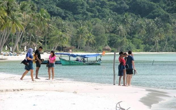 Bãi Sao (Phú Quốc) cuốn hút du khách quốc tế. (Ảnh: Trường Giang/TTXVN).