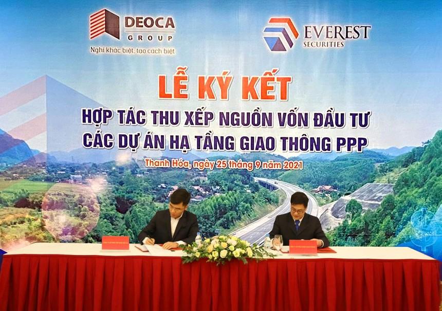 Ông Nguyễn Văn Hải - Tổng giám đốc DCG và ông Nguyễn Thành Chung - Tổng Giám đốc EVS thực hiện ký kết.