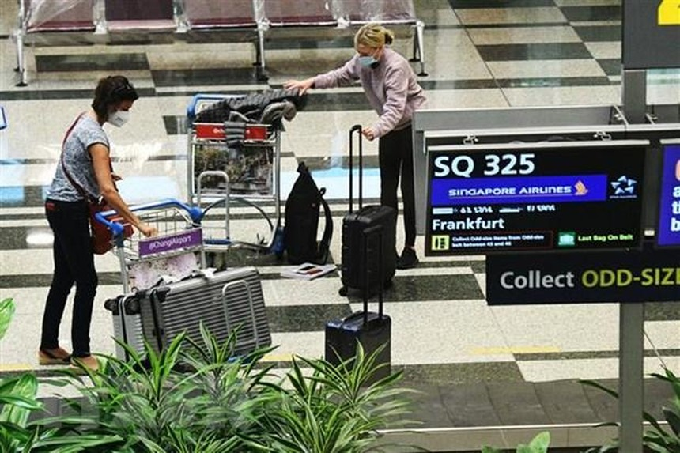 Hành khách tại sân bay quốc tế Changi, Singapore, ngày 8/9/2021. (Ảnh: THX/TTXVN).