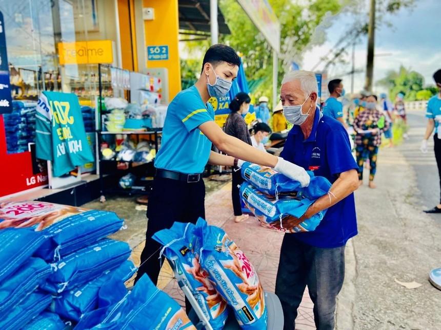 Thế Giới Di Động và Điện máy Xanh trao tặng 2.000 tấn gạo tại 23 tỉnh, thành phía Nam